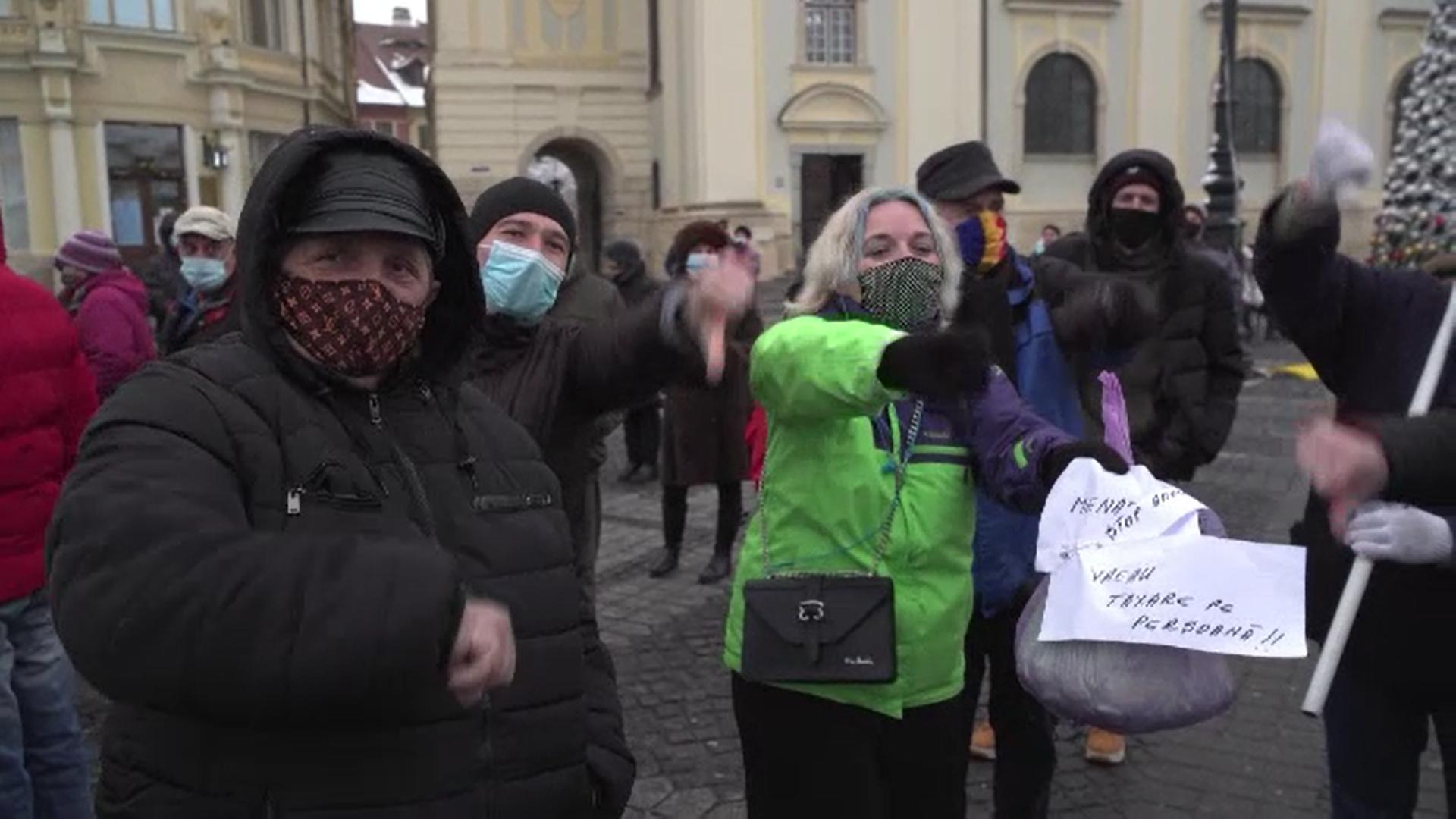Sute de oameni au protestat la Sibiu din cauza taxei de salubrizare care s-ar putea tripla
