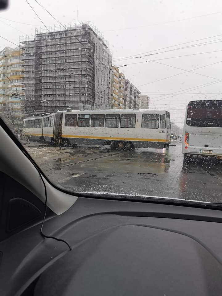 Un tramvai a deraiat în zona Colentina din București. Traficul a fost blocat