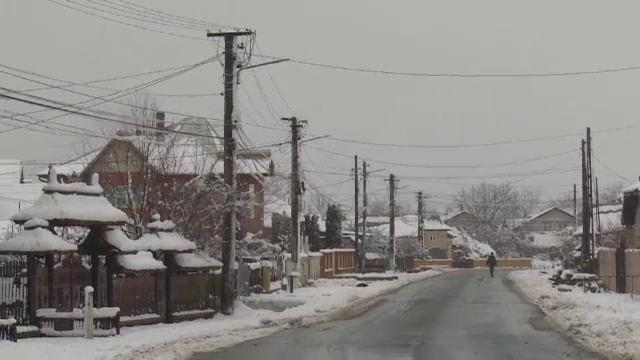 Zeci de localități din Prahova și Dâmbovița au rămas fără curent electric, din cauza ninsorilor abundente