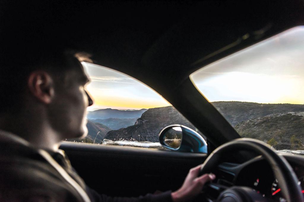 Samsar din Craiova, obligat de instanță să restituie banii și să-și ia înapoi mașina vândută după ce a a umblat la kilometraj