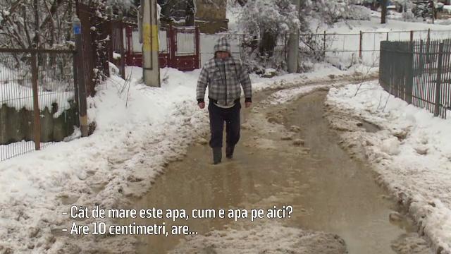 Sat din Dâmboviţa, rupt de lume după ce s-a început asfaltarea drumului.