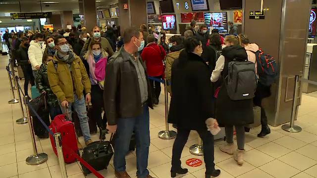 """Pasagerii de pe Henri Coandă au așteptat 5 zile să prindă un zbor la Madrid. """"Suntem cu nervii la pământ"""""""