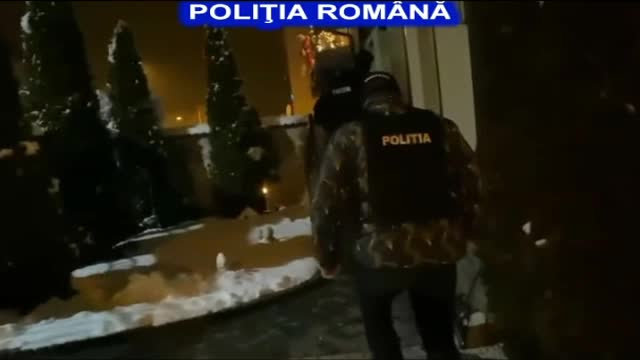 Trei bărbați din Sibiu au cumpărat telefoane scumpe cu bani falși. Ce făceau cu ele