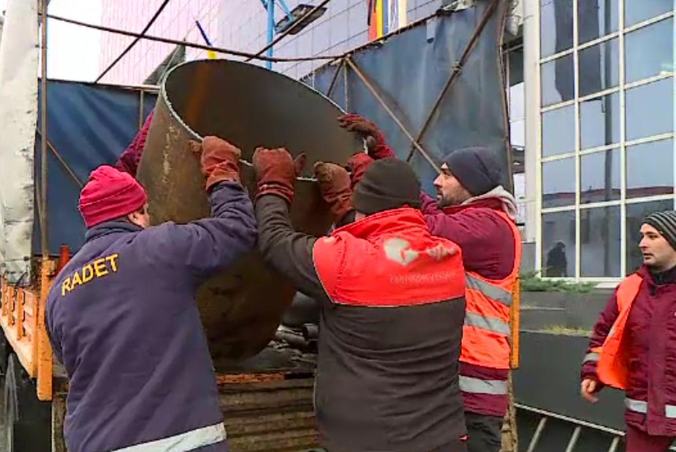 Sute de blocuri din Bucureşti riscă să rămână în frig la primul ger. Țevile sunt vechi de zeci de ani