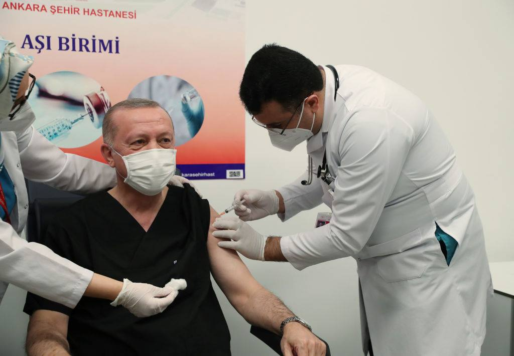 Recep Erdogan s-a vaccinat împotriva Covid-19 în direct la televiziune. Ce vaccin a primit