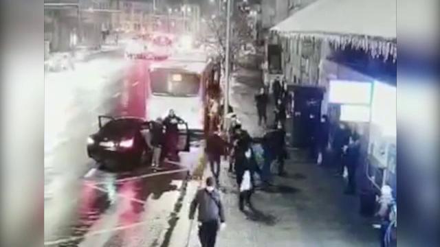 Trei bărbaţi, reţinuţi de poliţişti după ce au răpit o fată de 15 ani, în Cluj-Napoca, sub ochii trecătorilor