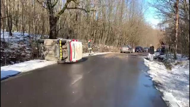Accident cu 5 maşini, în Dâmboviţa. Şoferii dau vina pe polei