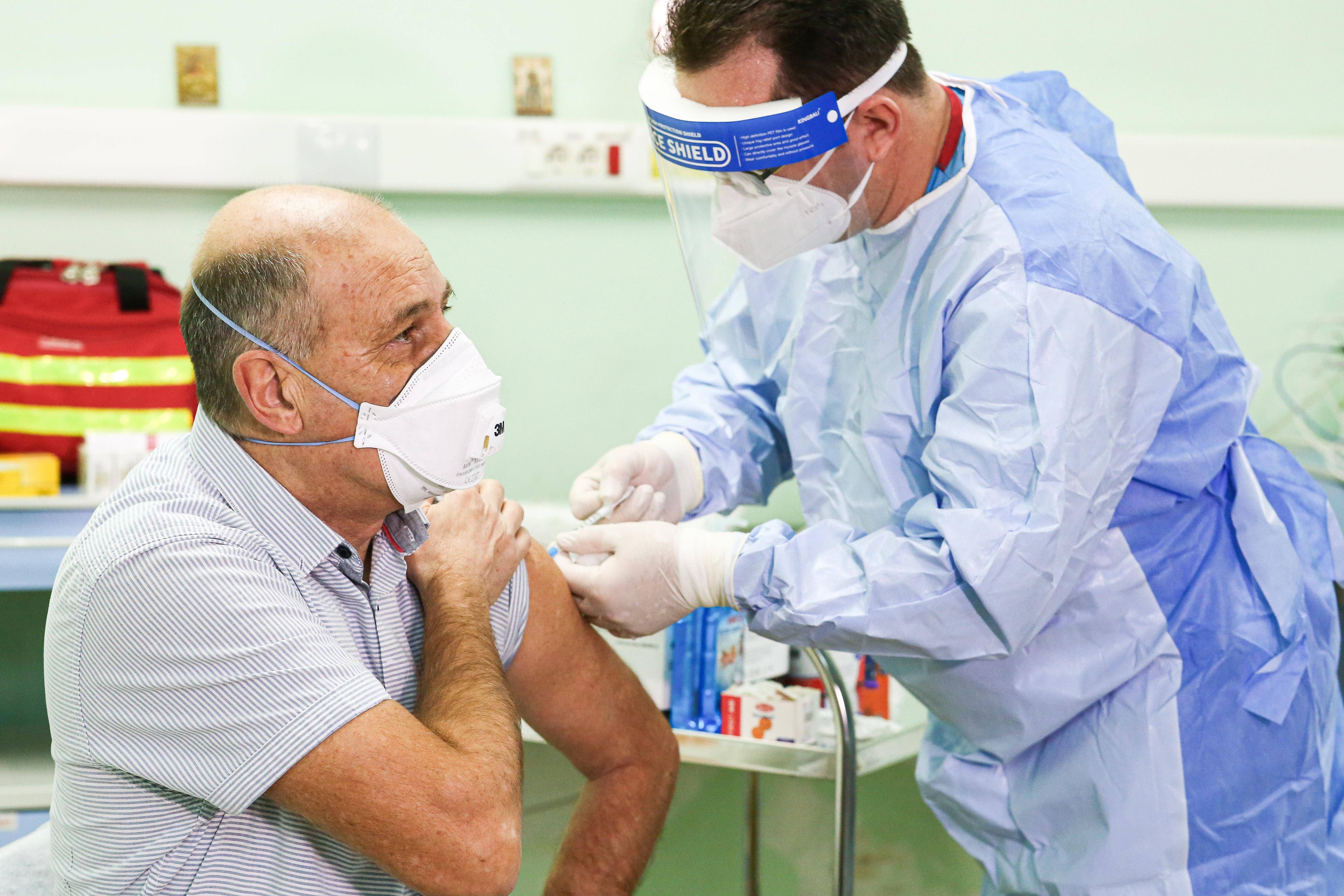 Medicul Virgil Musta: La noi, prea putini au înţeles marele atu pe care îl au: vaccinul!