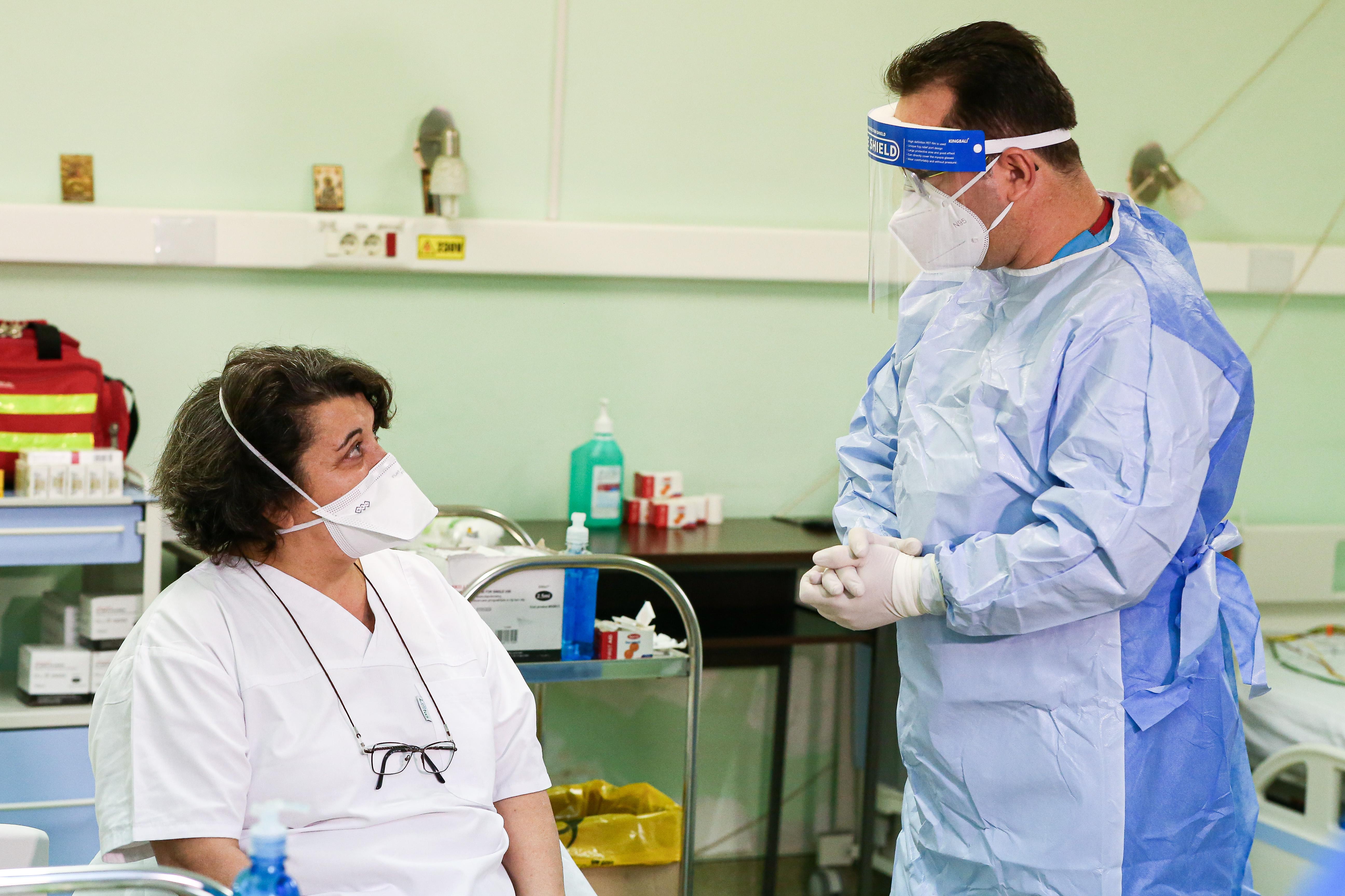 """Primul medic vaccinat din Timiș: """"Poate renunțăm și la mască, din toamnă"""""""