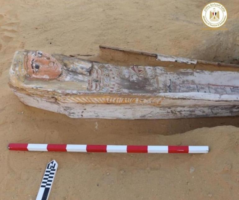Zeci de sarcofage și un templu funerar, vechi de 2.500 de ani, descoperite în Egipt