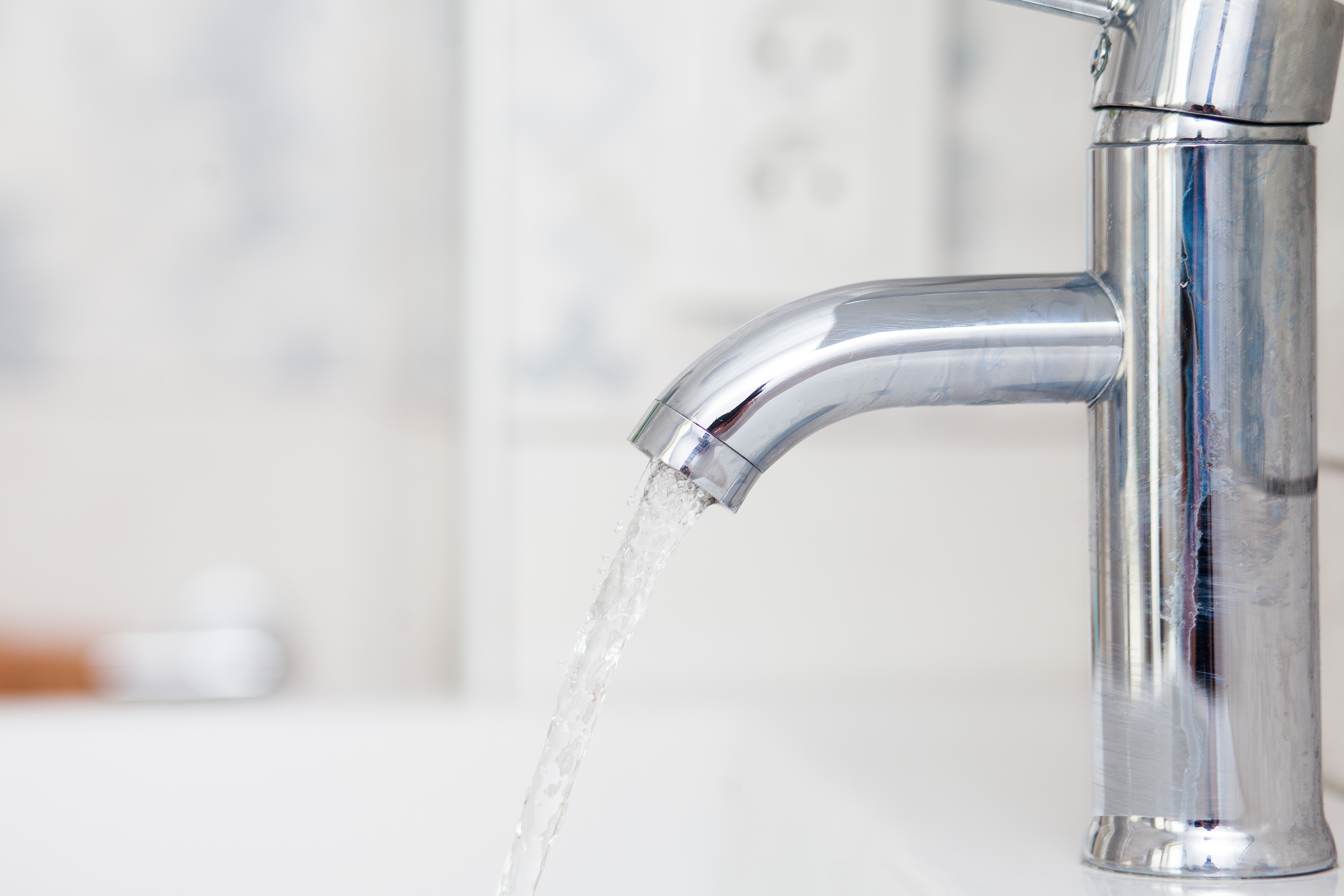 Zeci de blocuri din Capitală au rămas fără apă caldă și căldură, în urma unor avarii. Lista zonelor afectate
