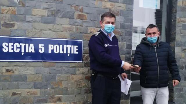 Un bărbat a găsit 3.000 de lei în fața unei bănci din Cluj-Napoca și a mers direct la poliție