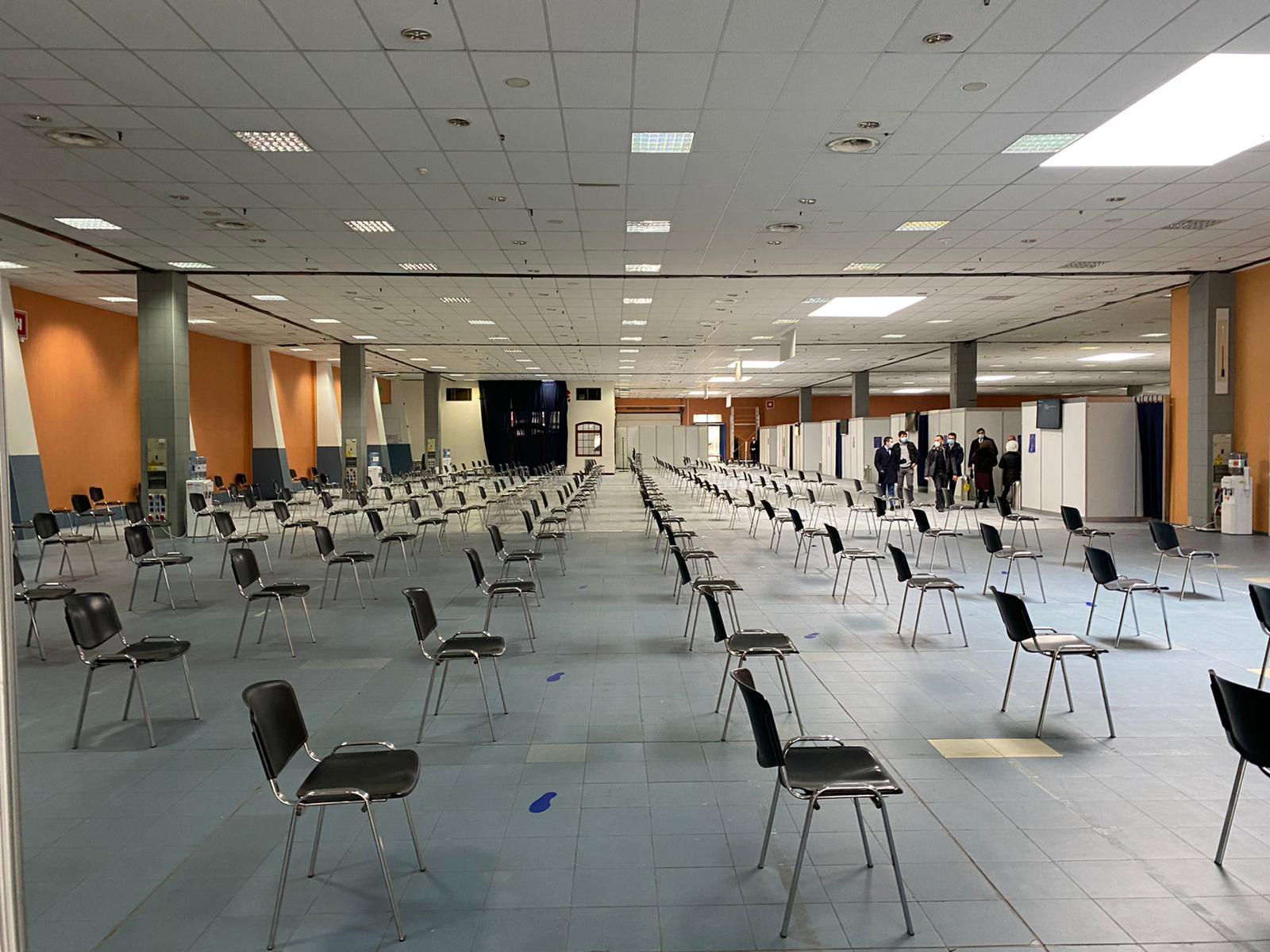 Cum arată centrele de vaccinare de la Romexpo. Spațiul nu are autorizație de securitate la incendiu GALERIE FOTO