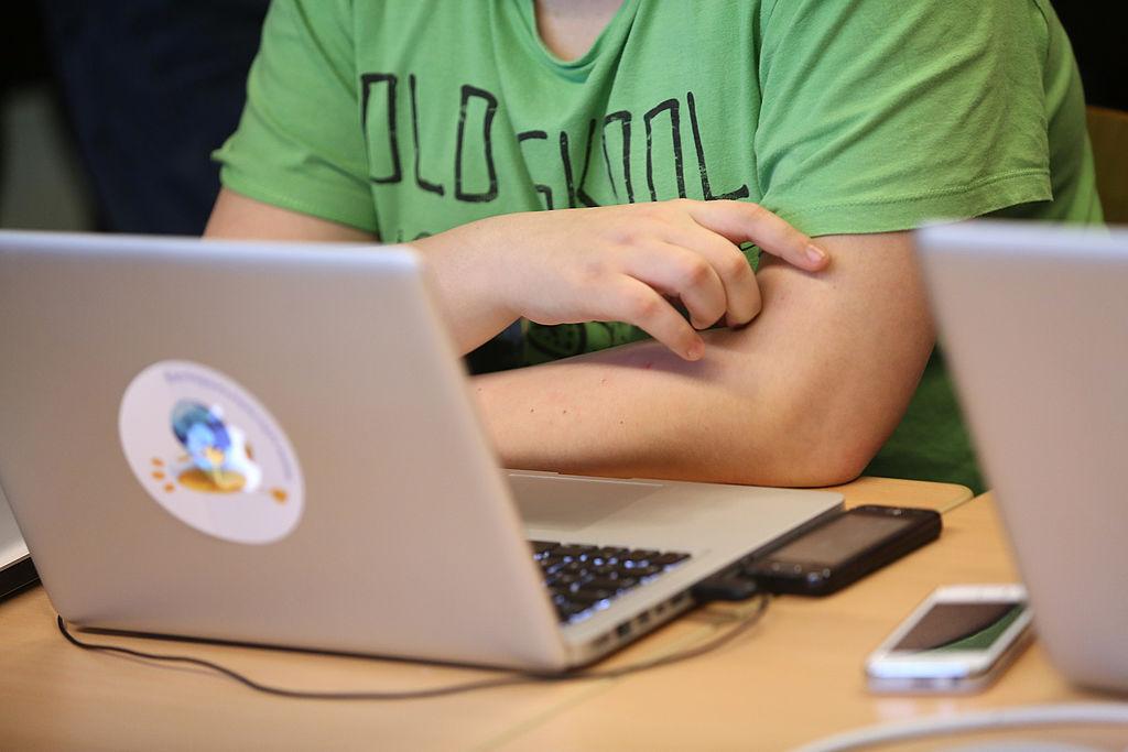 Un student din Cluj Napoca a murit în timp ce dădea un examen online