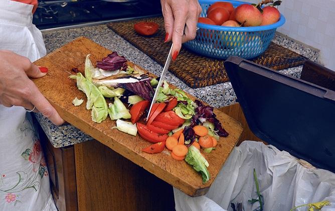 Cum stopăm risipa alimentară la noi acasă. Obiceiuri zilnice care ne ajută să nu mai aruncăm mâncarea