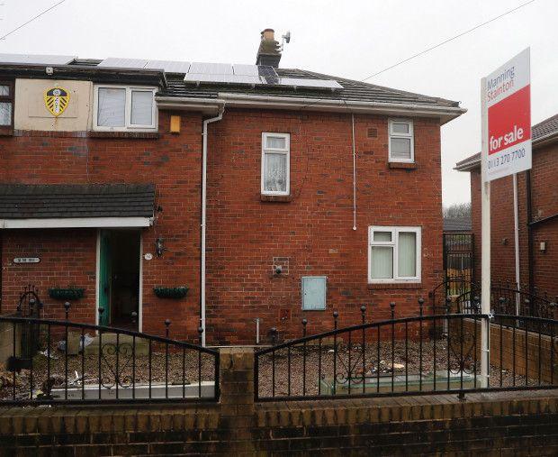 Un britanic a fost îngropat în grădina casei, iar acum familia încearcă să vândă proprietatea. Care e condiția