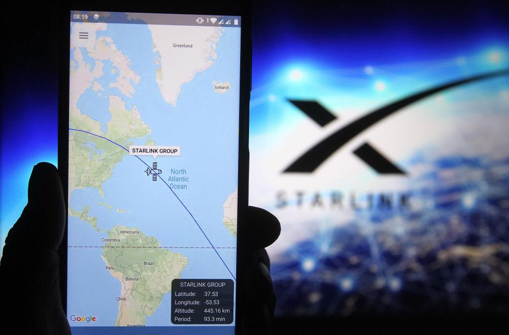 Internetul prin satelit, furnizat deja în trei țări de compania lui Elon Musk. Cât costă