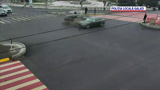 Accident grav în Galați. Un bărbat a fost aruncat pe șosea, după ce 2 mașini s-au izbit într-o intersecție