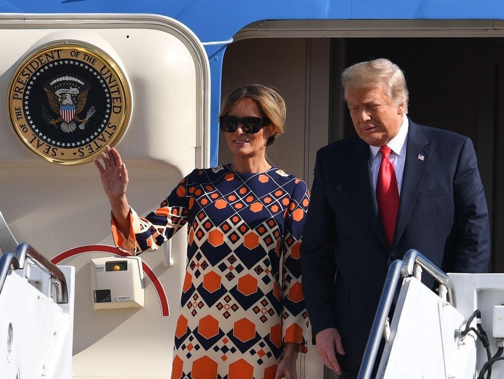 VIDEO. Gestul făcut de Melania Trump când a coborât din avion. Imaginile au devenit virale