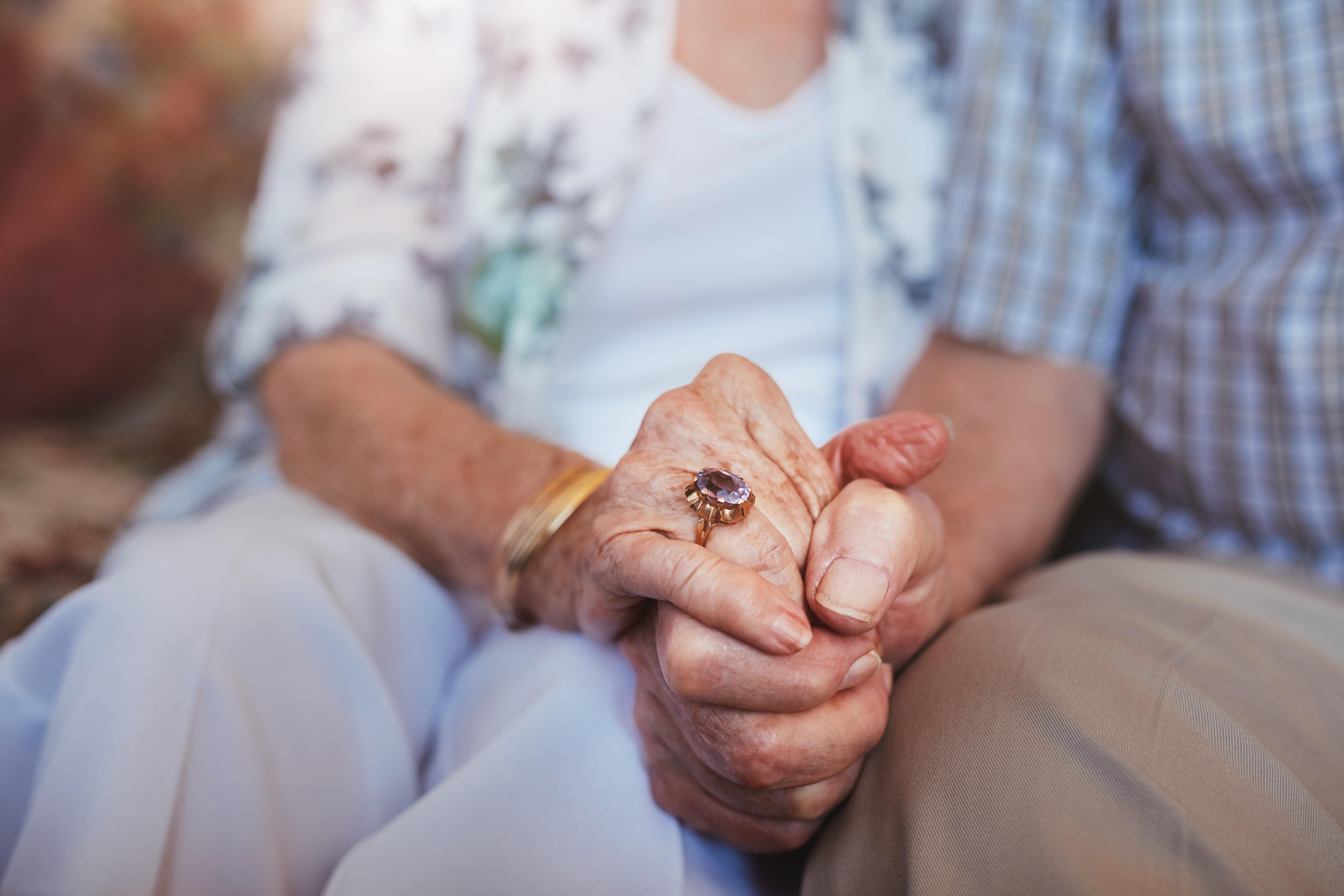 Cuplurile care au împlinit 50 ani de căsătorie vor fi premiate de Primăria Bacău cu câte 500 lei