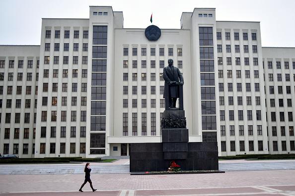 Un bărbat şi-a dat foc în faţa sediului guvernului din Belarus. FOTO