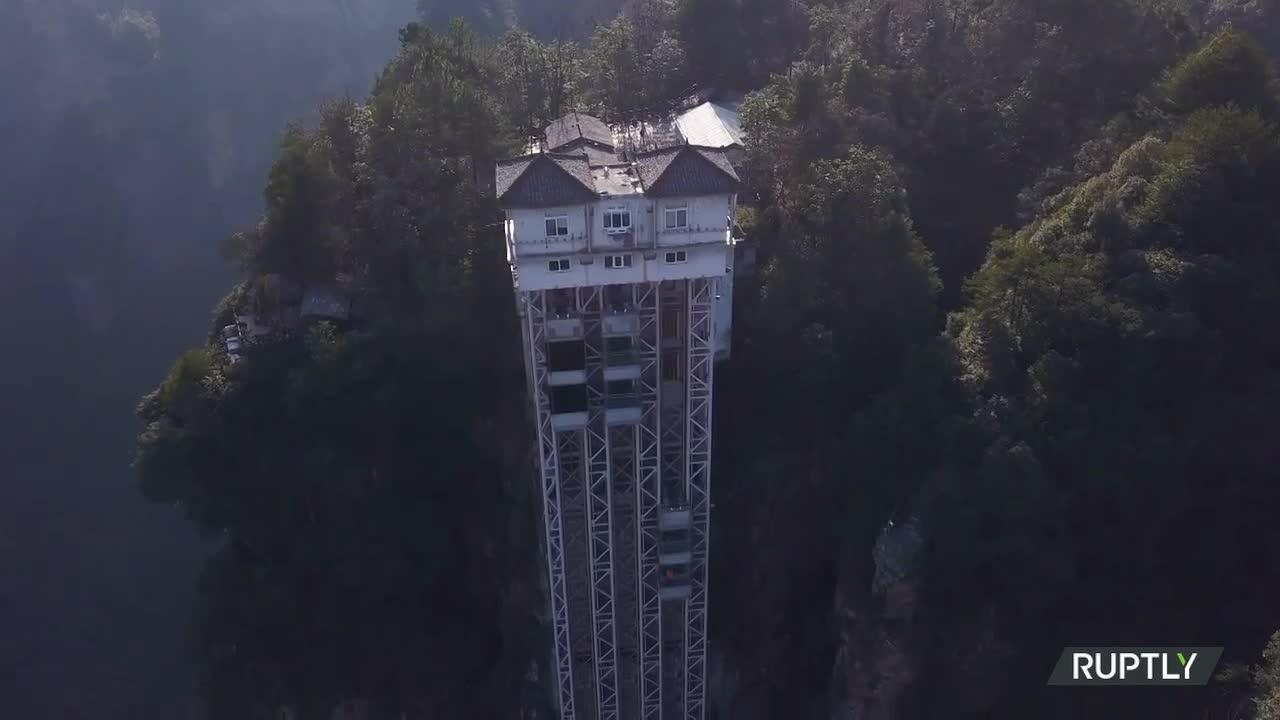 VIDEO cu cel mai înalt lift din lume în aer liber. Filmul Avatar s-a inspirat de aici