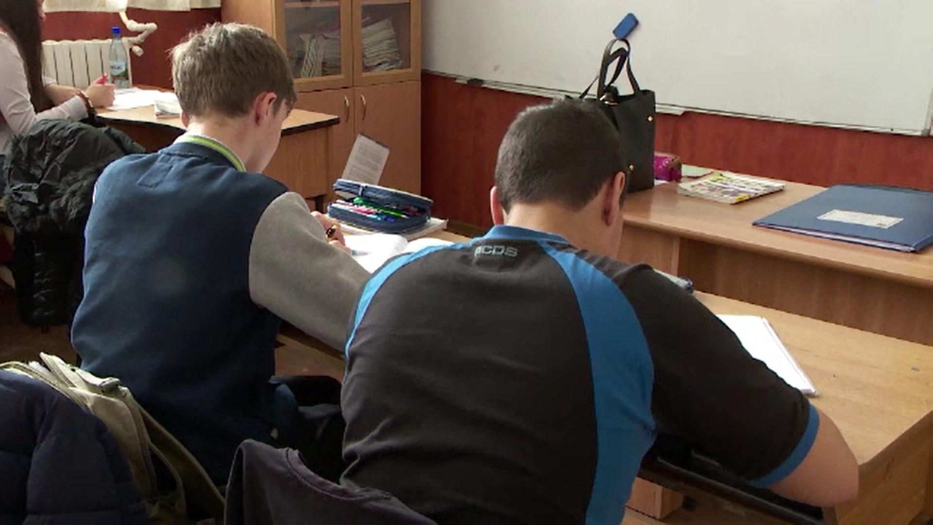 Ministrul Educației a decis să reducă numărul elevilor dintr-o clasă la 24 sau 26