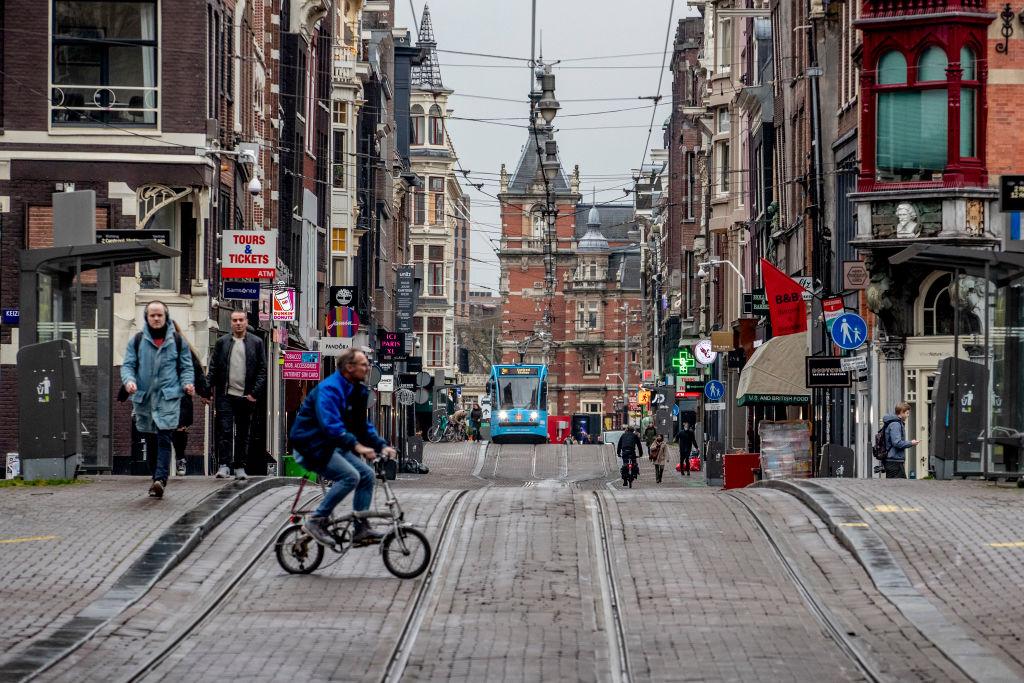 Olanda va introduce interdicţii de circulație pe timp de noapte, pentru prima dată după Al Doilea Război Mondial