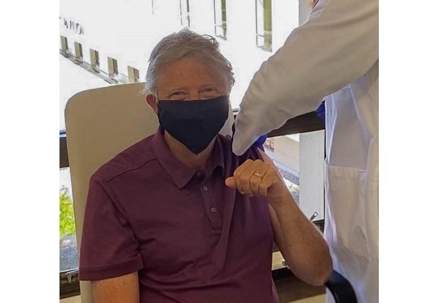 Bill Gates s-a vaccinat anti-Covid. A donat peste 350 de milioane de dolari pentru dezvoltarea unui ser