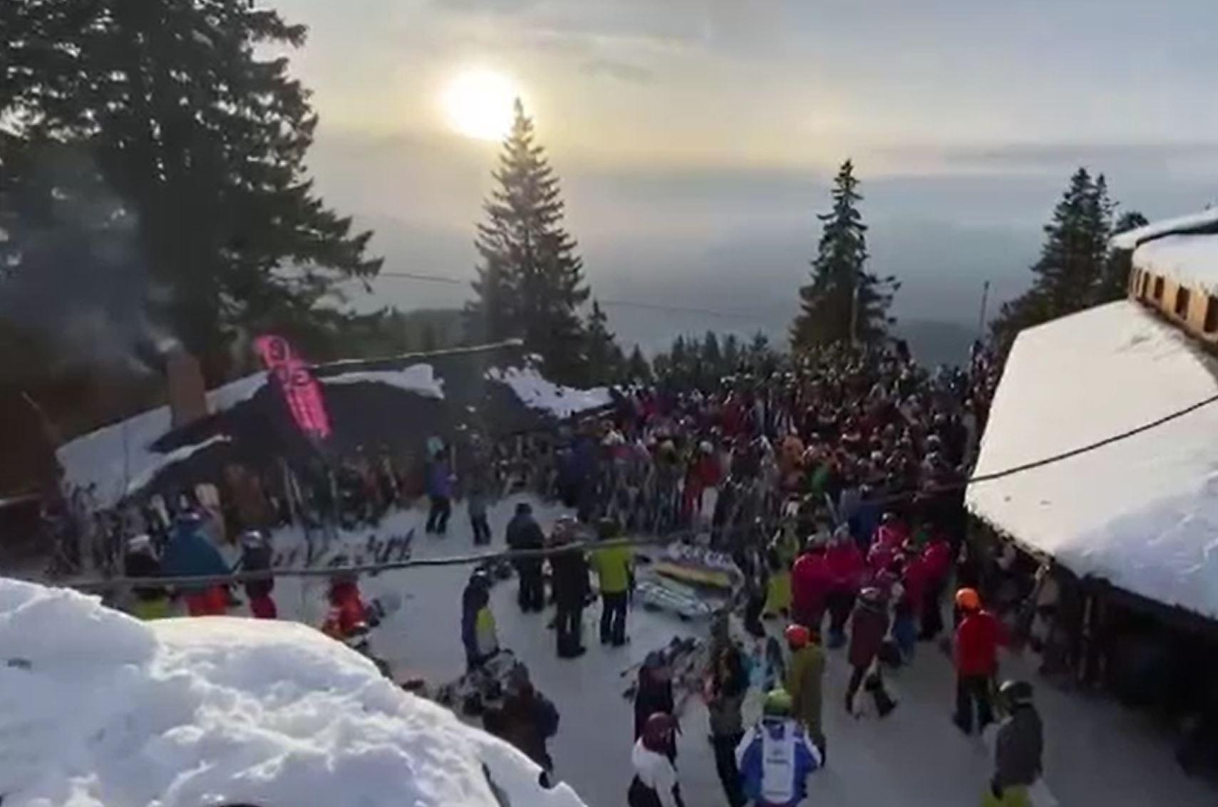 Înghesuială mare la munte în acest weekend. Jandarmii au intervenit pentru a dispersa mulțimile