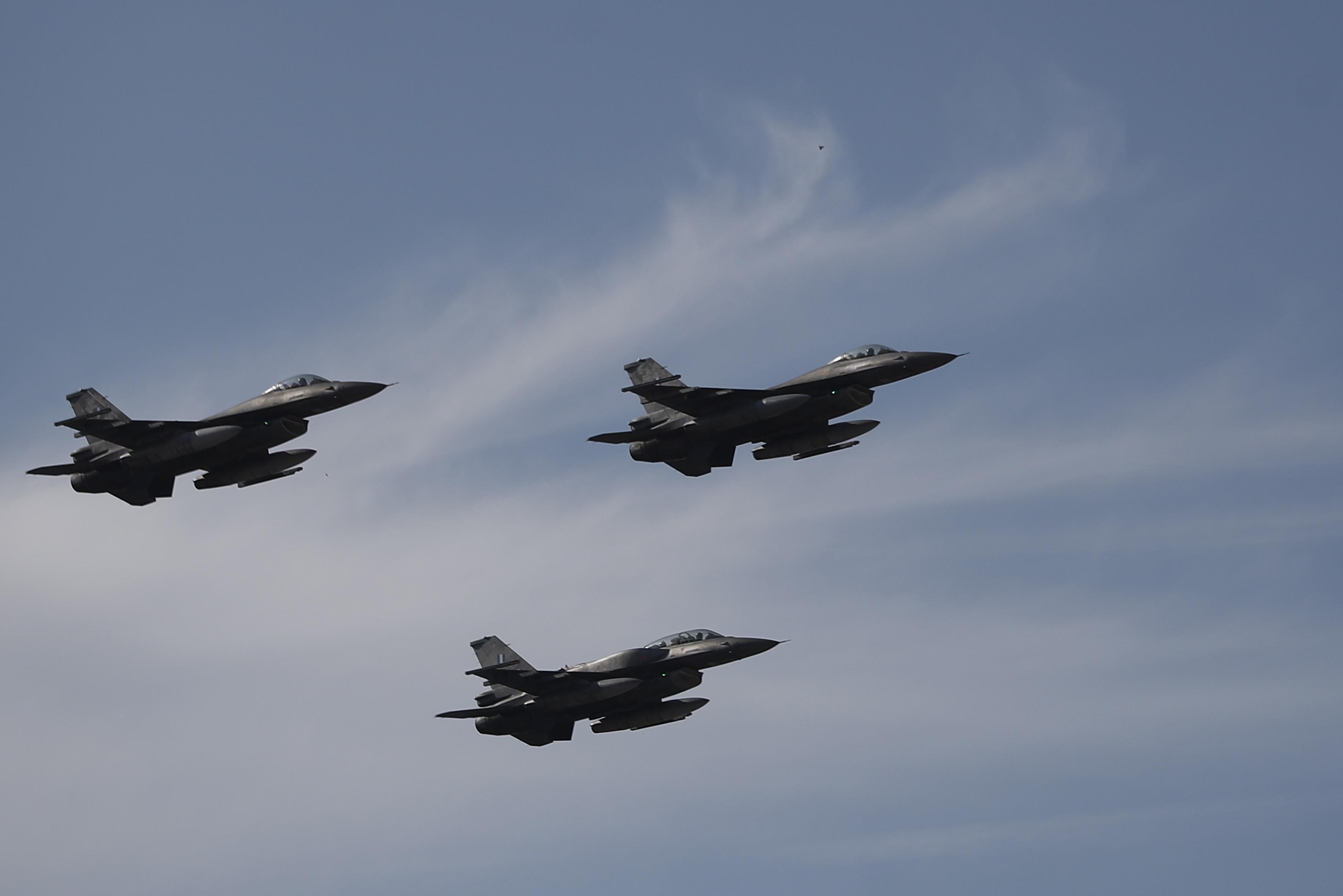 """NATO a interceptat """"neobișnuit"""" de multe avioane de război ruseşti în apropiere de teritoriul său"""