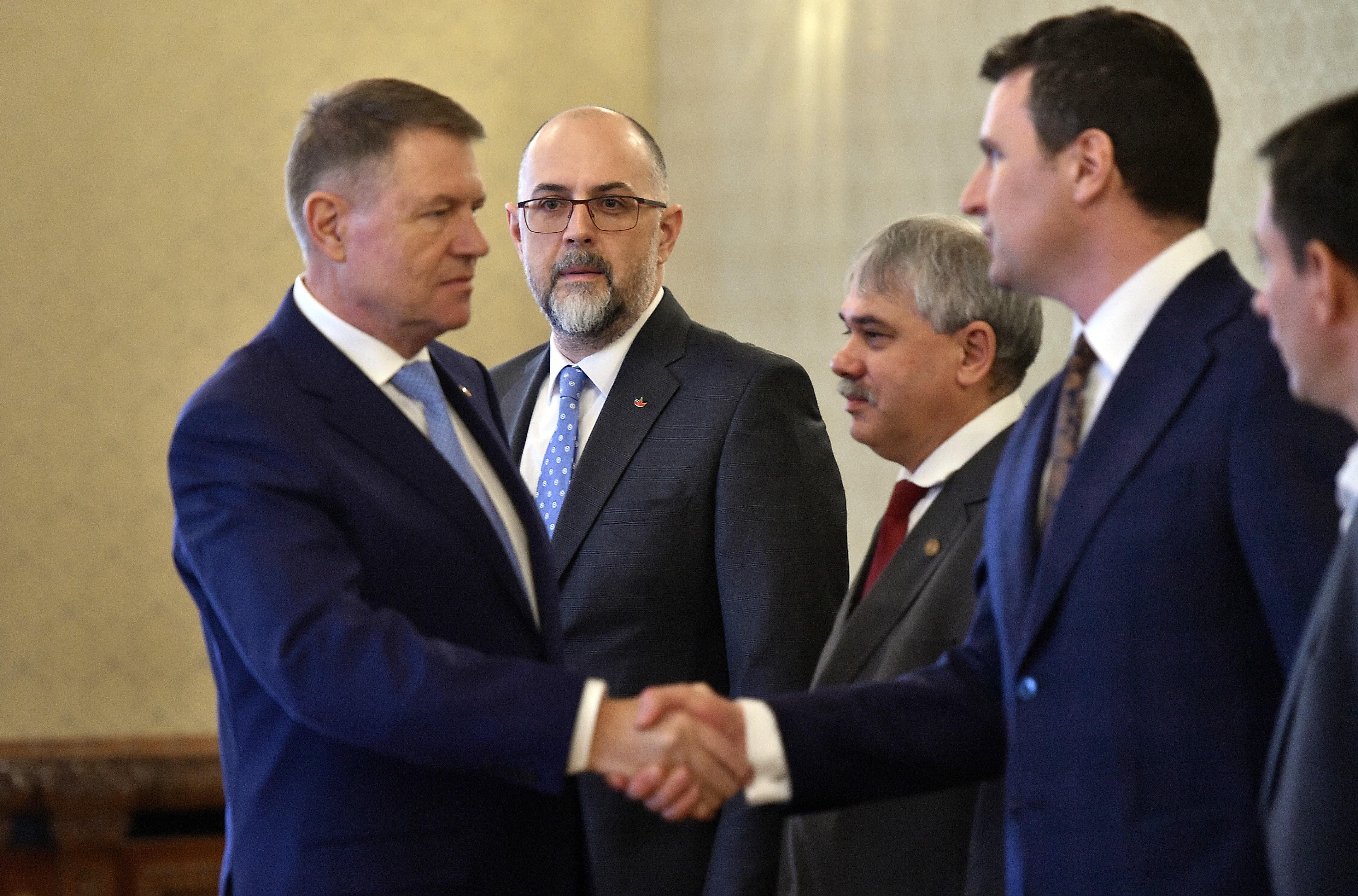 Iohannis se întâlnește la Cotroceni cu vicepremierul Kelemen Hunor și ministrul Tineretului Eduard Novak