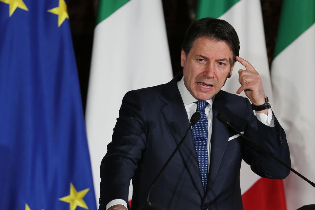 Premierul italian Giuseppe Conte și-a depus demisia, dar speră să primească un nou mandat