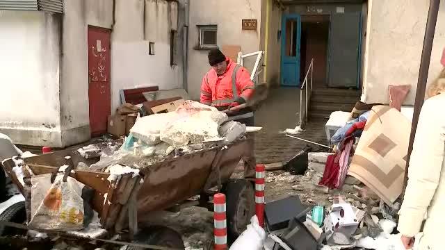 """Patru oameni au fost răniţi în urma unei explozii puternice într-un bloc din Medgidia. """"Dezastru! Ca după război!"""""""
