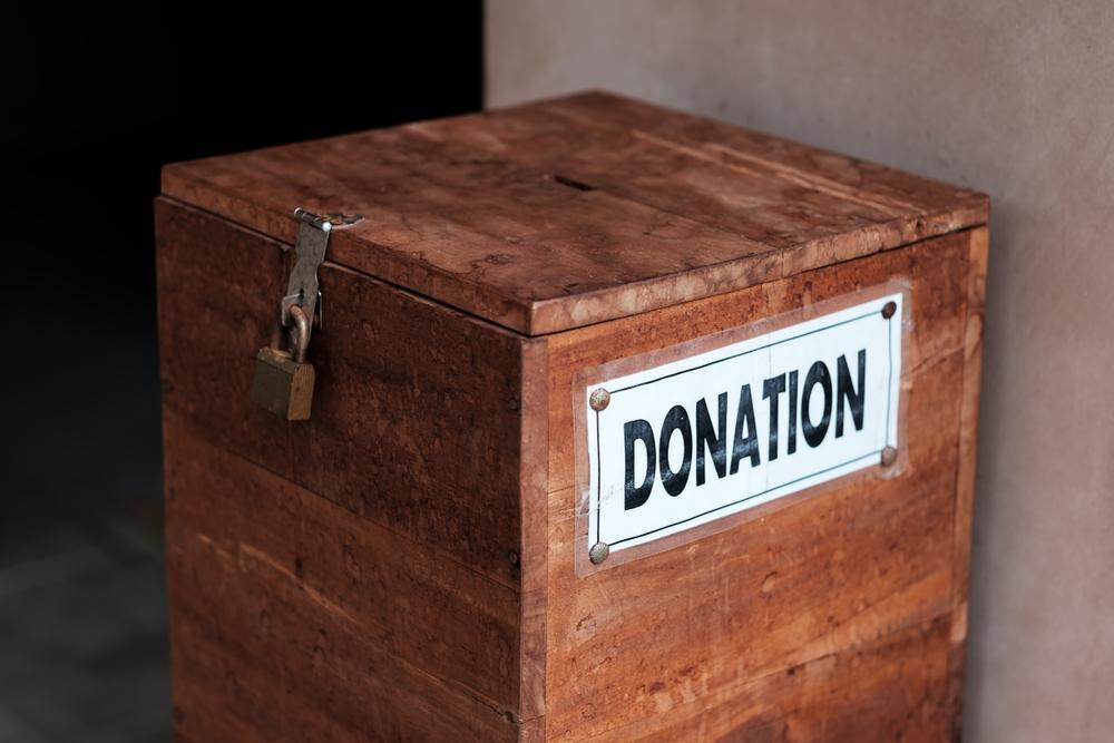 Român din Irlanda, acuzat de mai multe biserici că a pescuit banii din cutia milei