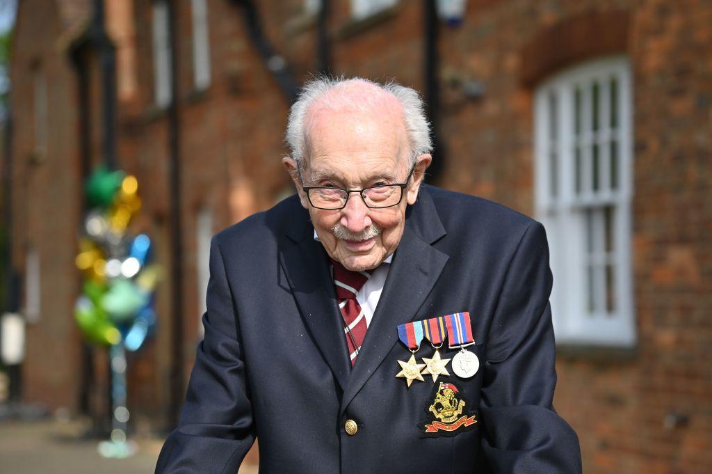 """""""Captain Tom"""", eroul britanicilor, a fost internat în spital cu coronavirus. Împlinește 101 ani"""