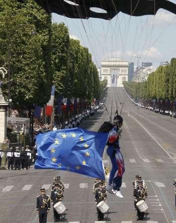 De Ziua Frantei, parada militara va fi indoliata. Google isi schimba logo-ul