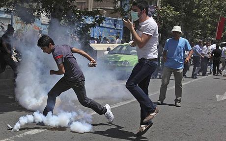 Efect de domino. Unda de proteste din Egipt a lovit si Iranul