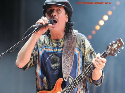 Santana si-a cerut iubita de nevasta in mijlocul unui concert, pe scena!