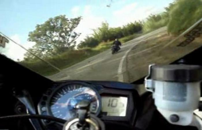 Zeci de motociclisti au
