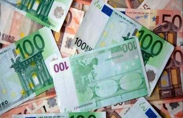 Zona euro cade ca un joc de domino, iar problema este moneda unica