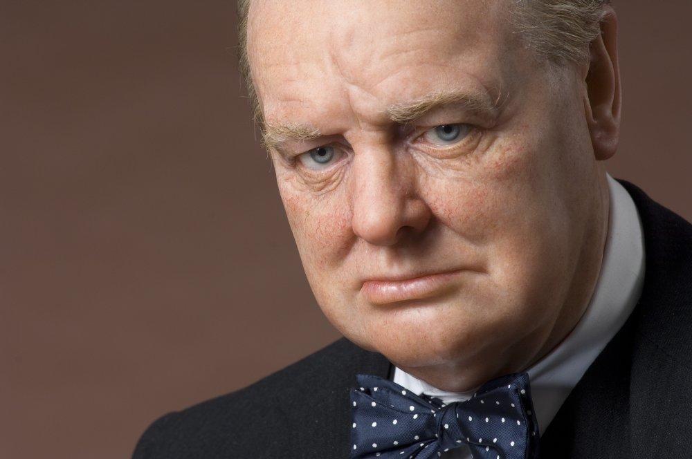 A dat 15.200 de lire ca sa aiba dintii purtati de Winston Churchill