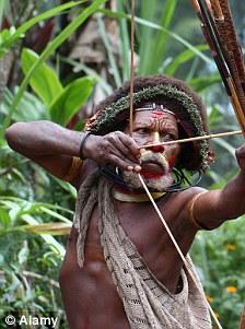 Atacat cu sageti si batut in jungla. Membrul unui trib