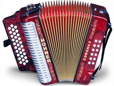 Seful Corpului de Control din Guvern canta la acordeon pe Youtube Valsul Tirolez si Adios Muchachos