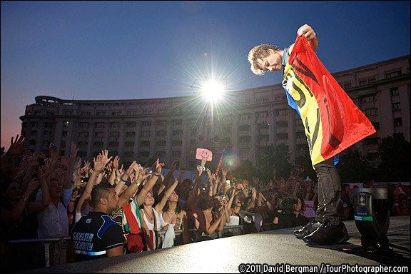 Jon Bon Jovi inca nu poate uita concertul din Romania. Imaginea de +5000 de like-uri pe Facebook