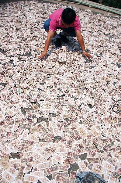 Gata cu salariile si bonusurile care nu incap in geamantan. UE cere limitarea lefurilor bancherilor