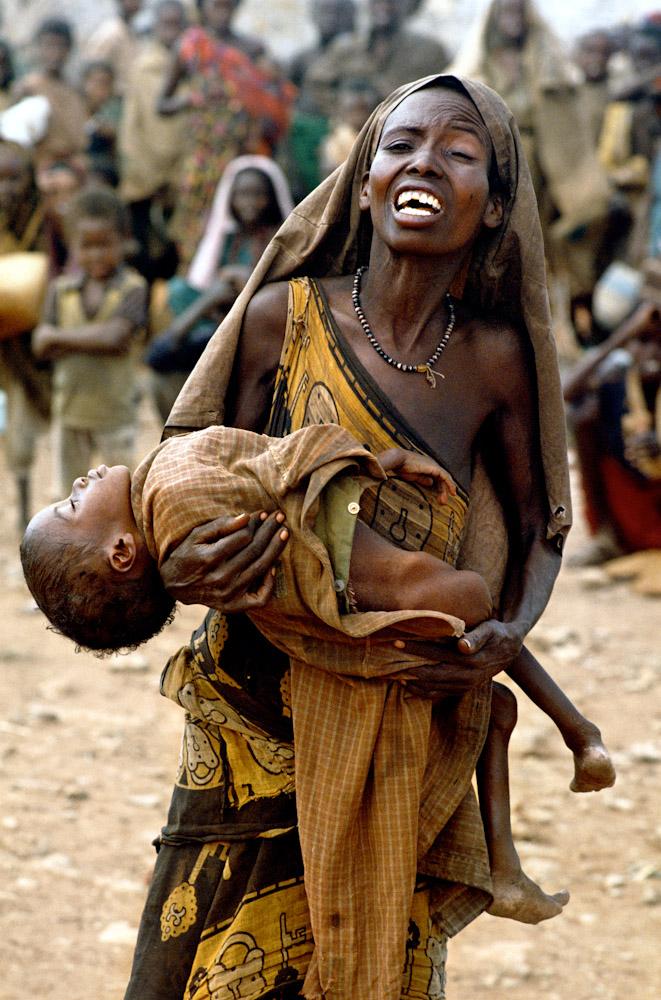 Un popor uitat de Dumnezeu. Pe langa foamete, Somalia se lupta si cu o epidemie de holera