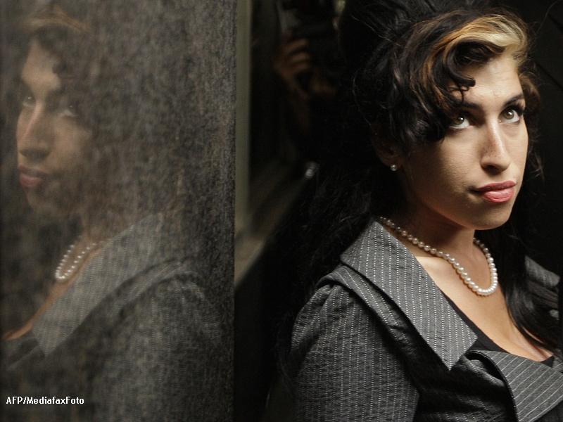 Amy Winehouse a murit. Cantareata s-a stins in casa ei din Londra. VIDEO