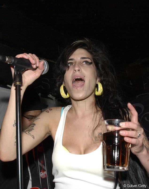 Amy Winehouse a murit pentru ca a renuntat brusc la bautura