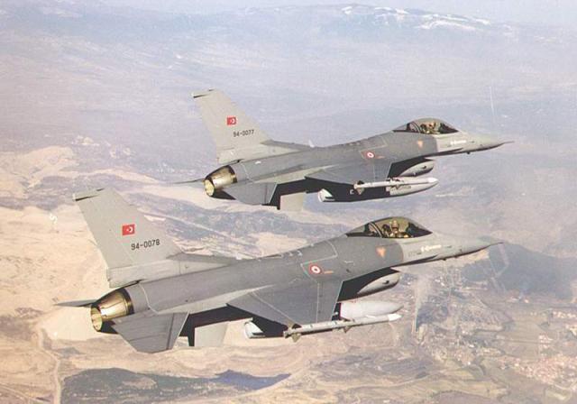 Tensiune maxima la granita Turciei cu Siria. Elicoptere si avioane de lupta trimise in zona